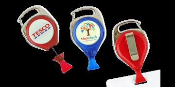 Portabadge avvolgibile personalizzabile con moschettone con sistema anti-attorcigliamento e clip per tessera
